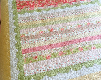 PAPER Pattern: Sweetly Scalloped Quilt