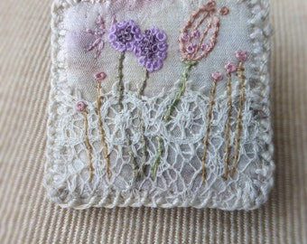 textile mini meadow, stitched flowers, small brooch, mini art brooch, lace and stitch, embroidered brooch