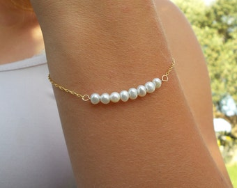 Pearl Bracelet / White Freshwater Pearl Bracelet / Beaded Bracelet / Pearl Bridesmaid Jewelry / White Stone Bracelet / The Perfect Gift.