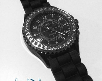 Classic and Fashionable Black Wrist Watch