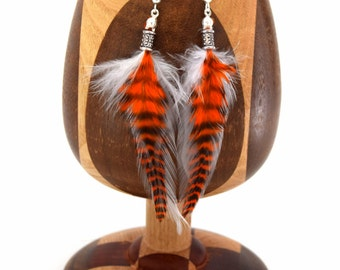 Boucles d'oreilles plumes Mansi  - Ethnic Feather - plume blanche et orange, plume grizzly