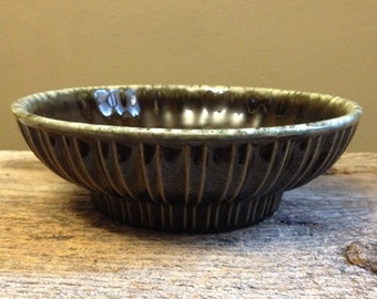 Vintage Hull USA A12 green drip ceramic dish