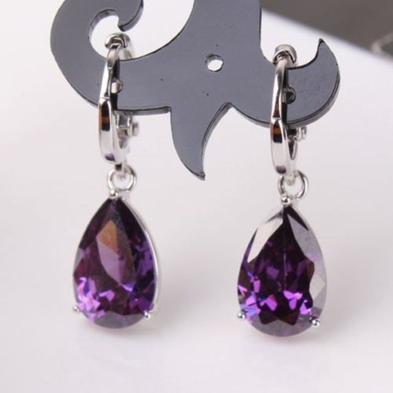 Lovely 18 ct whitegold filled amethyst crystal drop earrings