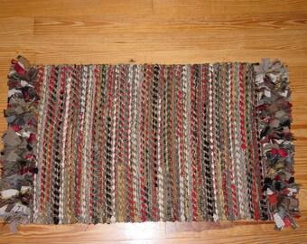 Woven rag rug with fringe