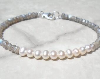 Pearl Bracelet, Labradorite Bracelet, Ombre Bracelet, Dainty Bracelet, Blue Bracelet, Gemstone Bracelet, Silver Bracelet, Genuine Pearl