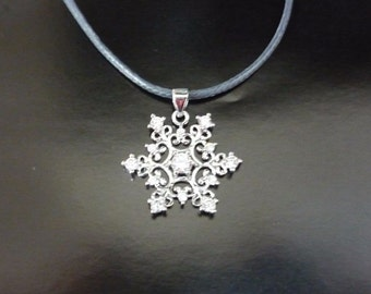 "CHRISTMAS OFFER: Necklace ""Snowflake"""