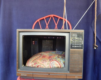 Upcycled Tv Pet Bed