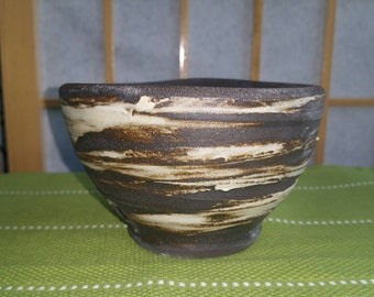 Chawan, matcha teabowl in darkbrown and white