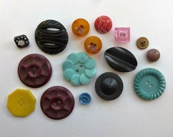 Vintage plastic buttons, Bakelite buttons, Lucite buttons, celluloid buttons, mismatched set of 16 buttons
