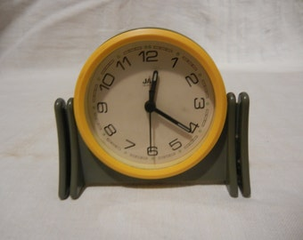 Charming small clock plastic Quartz Retro