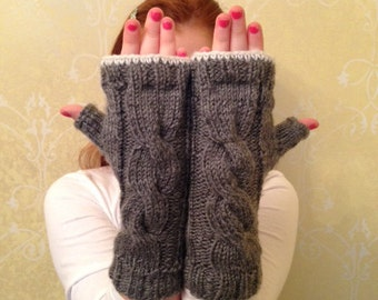 Knitted fingerless gray gloves