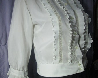 Cropped white blouse ruffles lace 3/4 sleeves classic