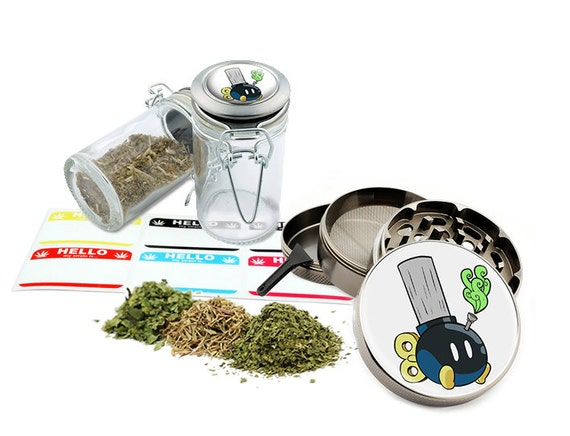 "BongBomb - 2.5"" Zinc Alloy Grinder & 75ml Locking Top Glass Jar Combo Gift Set Item # G50120915-1"