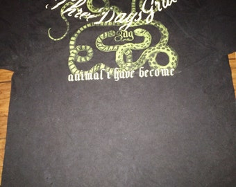 "Fhree days grace ""/animal i have become"" t shirt.  Message me dor mesuents. Seems like a large. But rare vintage shirt"