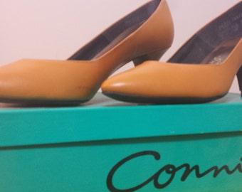 Goldenrod Yellow Vintage Pumps // 80s shoes // Women's size 7.5