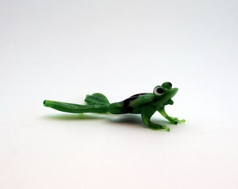 Color Glass frog Figurine.frog Figurine Glass.Figure miniature.glass lampwork.glass frog sculpture.frog figurine.(a016)