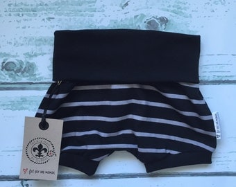Short made by a MOM * striped black and gray *.