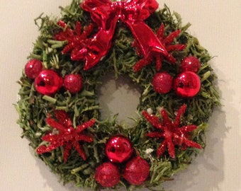 Miniature Dollhouse/Village Wreath - moss with red ornaments - Medium