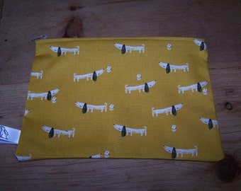 Sausage dog print fabric wash bag, pencil case.  Daschund print fabric washbag.  Teacher gift, birthday, gift for her, dog lovers gift