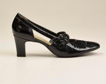9 Narrow Vintage 60s Black Patent Low Heel Pumps Cut Outs Mod