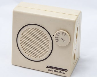 Americana Solid State AM Radio