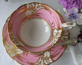 Royal Stafford: elegant set of tea cup and saucer, in white and pink
