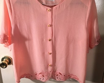 Top Fashion Lace Detail Hem of Shirt and Sleeve