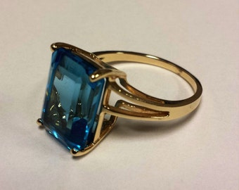 10K Yellow Gold Ring With Large Blue Topaz, Size 9