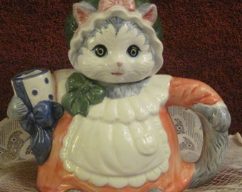 """Vintage  Ceramic  """"Kitty- Cat""""   Teapot from Heritage Mint.  Decorative  only."""