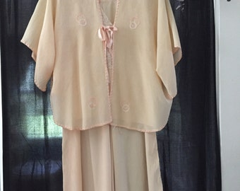 Vintage 1930's 3 pc.peach sleep set
