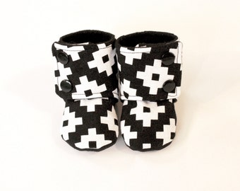 Baby booties, black and white baby booties, Stay on baby shoes, warm baby boots, boots with buttons, baby shoes that stay on