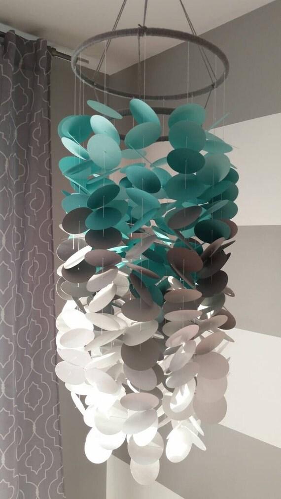 Mobile en papier turquoise gris et blanc chambre de gar on for Accessoires garcons turquoise et gris