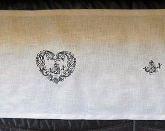 Heart table runner embroidered birds linen 40x160cm.