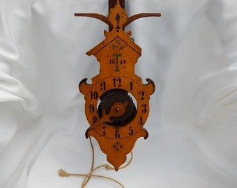 Old clock with a needle mechanism Bois