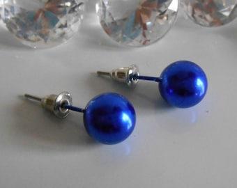 Boucles d'oreilles puces mariage perle bleue foncée 10 mm