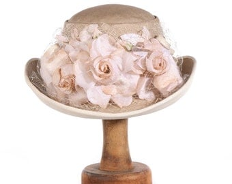 Condo Model vintage hat with flowers