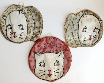 Set of 3 Old Vintage Hot pads. Hand made with embroidered cat faces. Sweet!