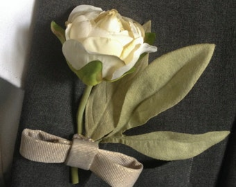 Luxe Simplicity Boutonniere Wedding