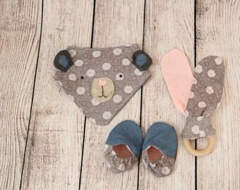 Baby girl set of Bandana, wood teething ring and Baby Shoes