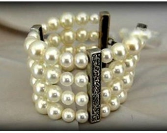 Bracelets with Pearls Two Sizes and Embossed Metallic Connectors