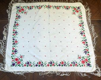 Vintage Russian silk shawl. Pavlovo Posad shawl. Vintage silk shawl. Floral shawl.  Russian shawl. white shawl