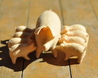 Ready to Ship//Waldorf Toy//Pig Family