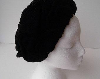 1950s/60s Black velvet hat