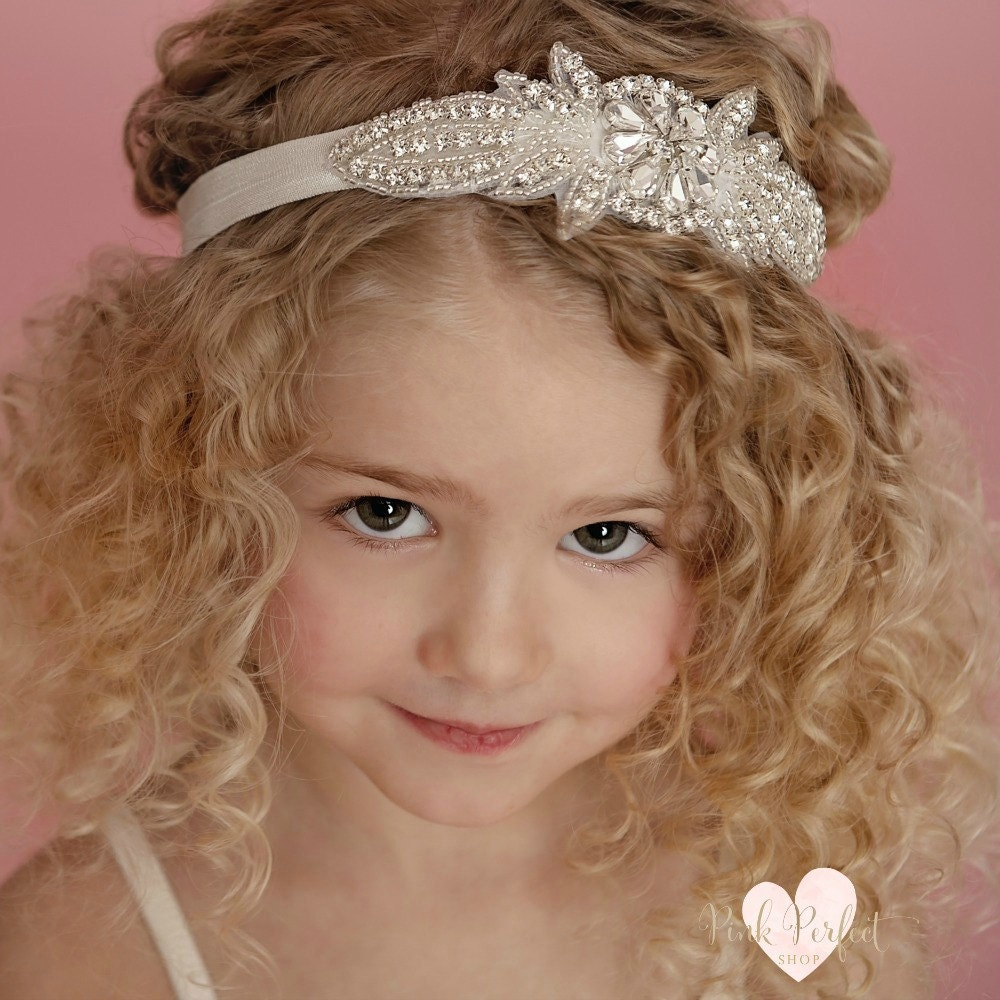 We carry an amazing collection of girls hair bows and headbands to perfectly match her tutu skirt. We have hair bows for newborns, infants, babies, toddlers and little girls. Hair bow and bow bands are amazing for birthdays and everyday wear.