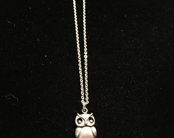 Vintage Necklace, Silvertone Small Pewter Like Owl Pendant