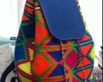 Hermoso morral/mochila en colores neón