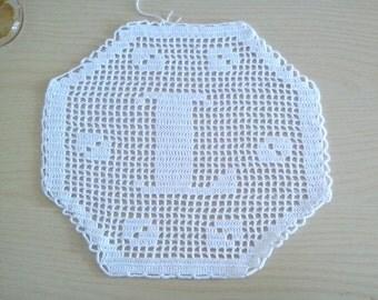 "Monogram hexagonal crochet Filet letter ""L"", decorative, doily, application, decorative pillows, crochet doily,crochet white doily"