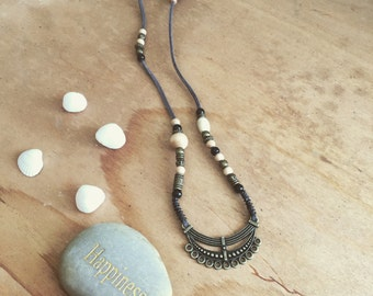 Boho Grey pearl leather necklace with ornament