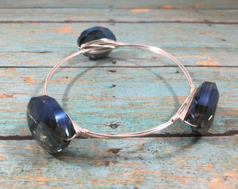 Silver wire and glass beaded bangle bracelet in blue