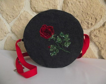 Round shoulder bag in blue jeans and Red beaded pink motif